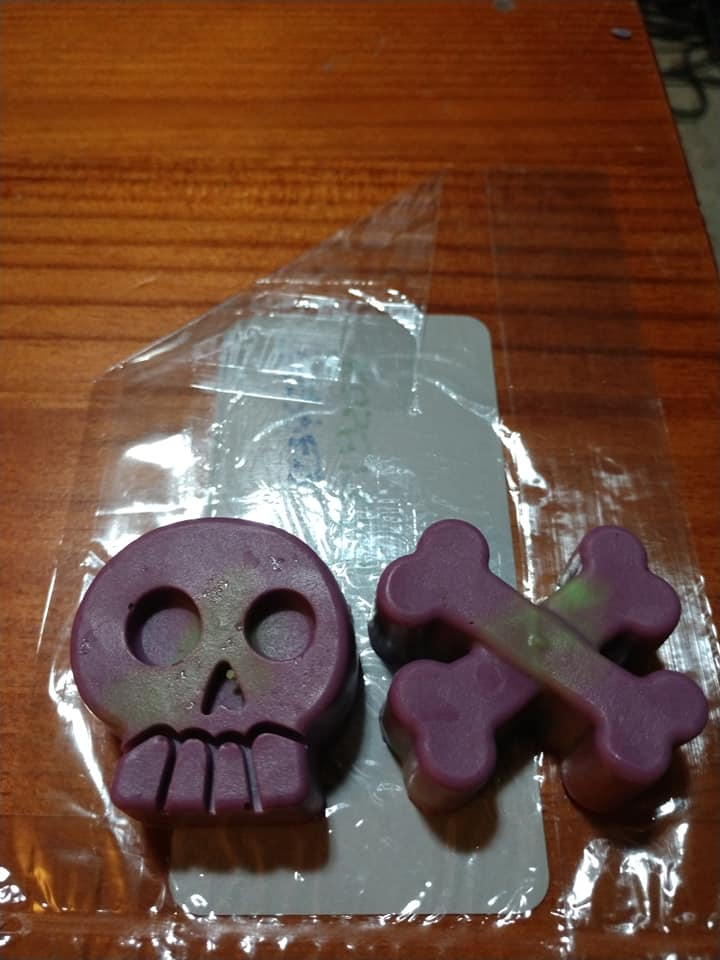 HC - Pair Skull & Crossbones Soaps